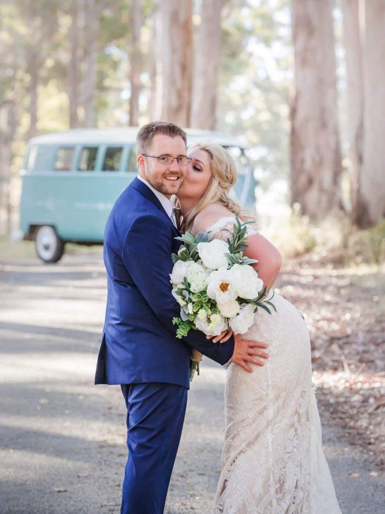 Wedding Kombi and cute couple
